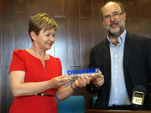 Predstavnik grada Palme uručio je prijelazni znak koprivničkoj gradonačelnici // Foto: www.koprivnica.hr