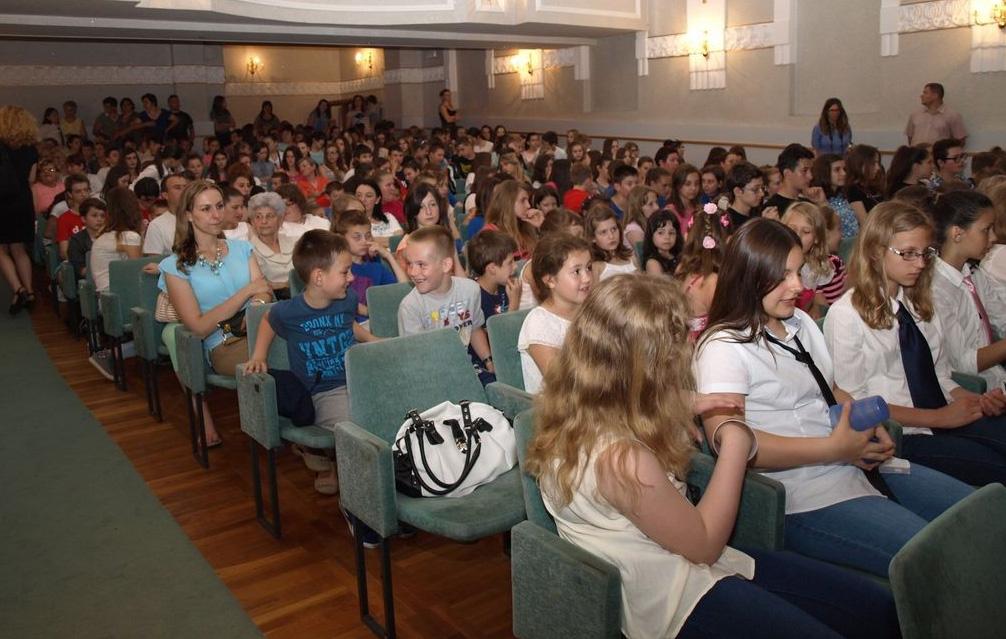 Učenici na svečanosti u Domoljubu // Foto: www.koprivnica.hr