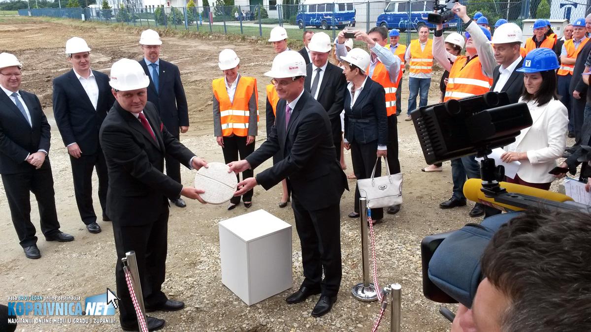 Polaganje kamena temeljca na gradilištu novih tvornica Belupa // Foto: Koprivnica.net