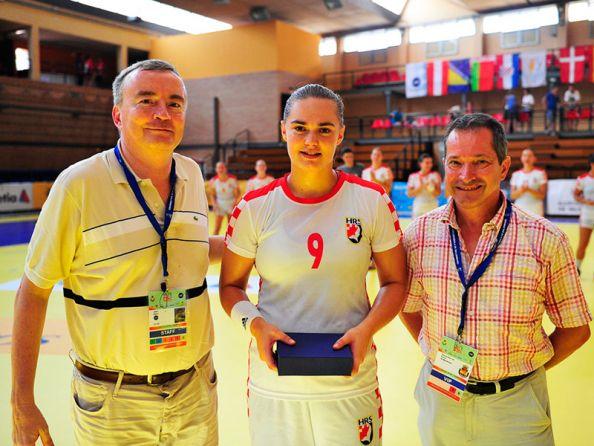 Ana Marija Maljak, Podravkino desno krilo, primila je nagradu za najbolju hrvatsku rukometašicu u susretu s Makedonijom // Foto: EHF