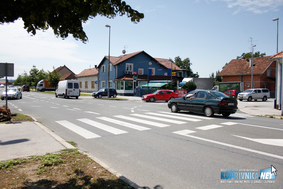 Pješački prijelaz u Ulici braće Radić tijekom školske godine prelaze brojni učenici // Foto: Koprivnica.net