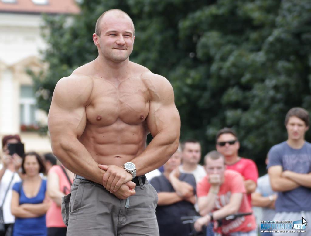 Bodybuilder Pero Tomas izveo je mali show za okupljene // foto: Matija Gudlin