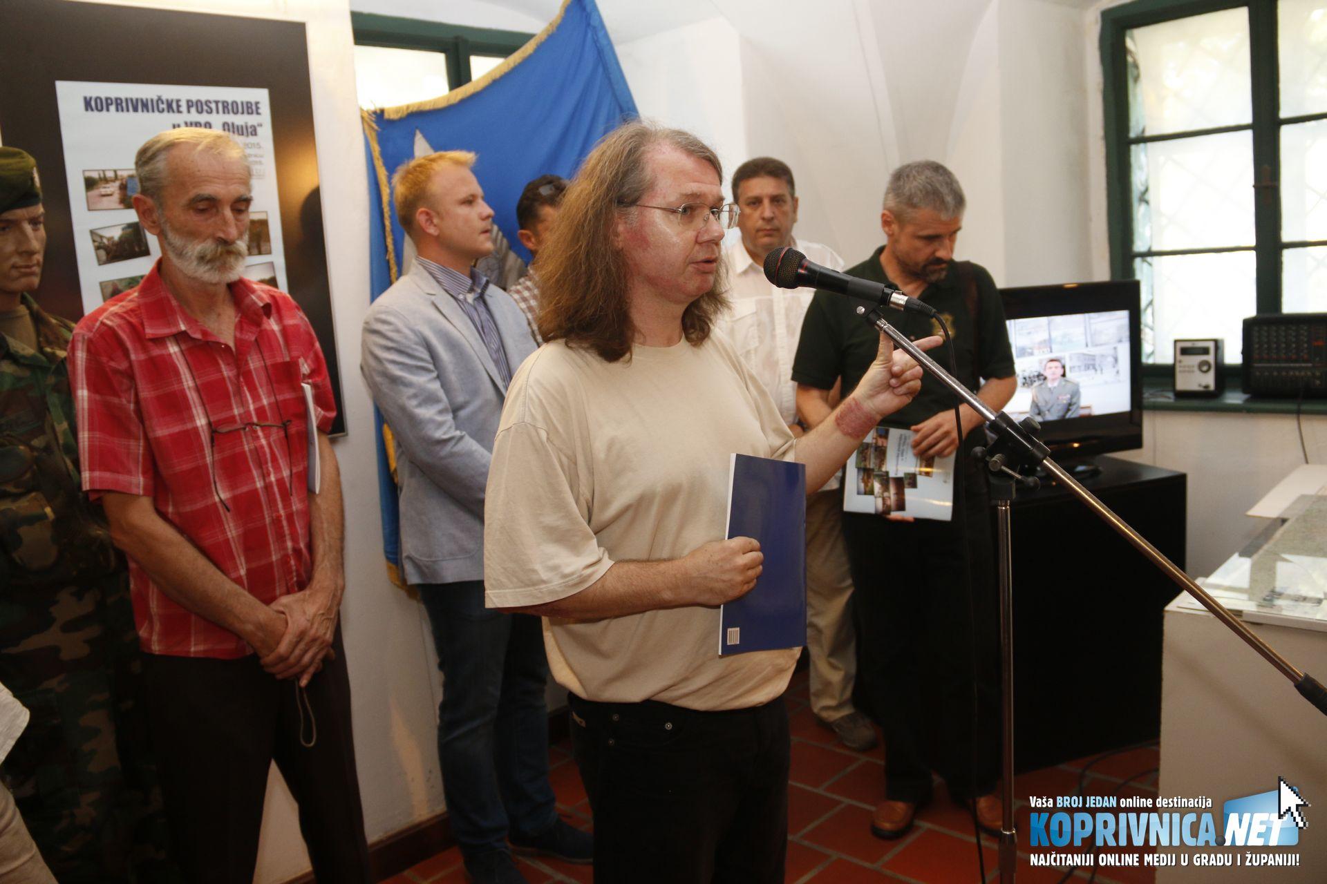 Autor izložbe, kustos Dražen Ernečić opširno je objasnio način njena nastanka // Foto: Mario Kos