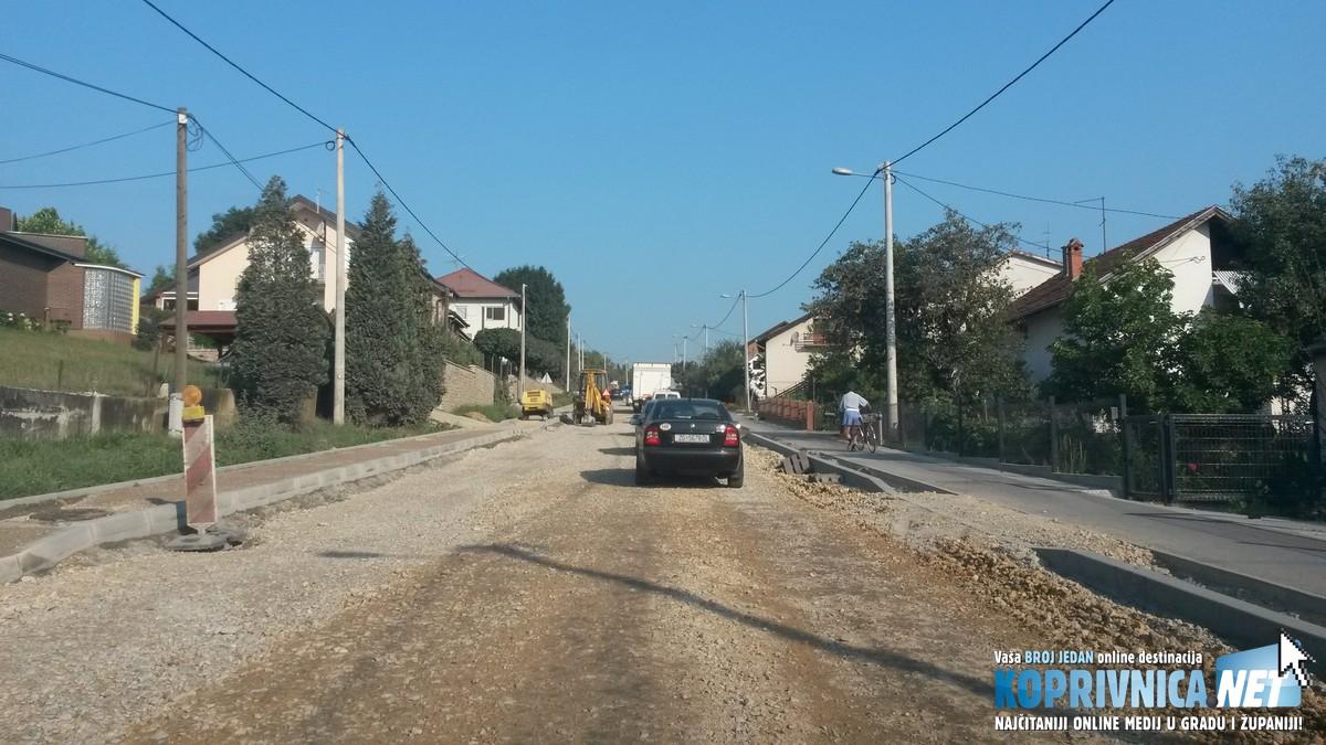 Koprivnička ulica u Križevcima zadaje velike glavobolje stanarima i putnicima // Foto: Koprivnica.net
