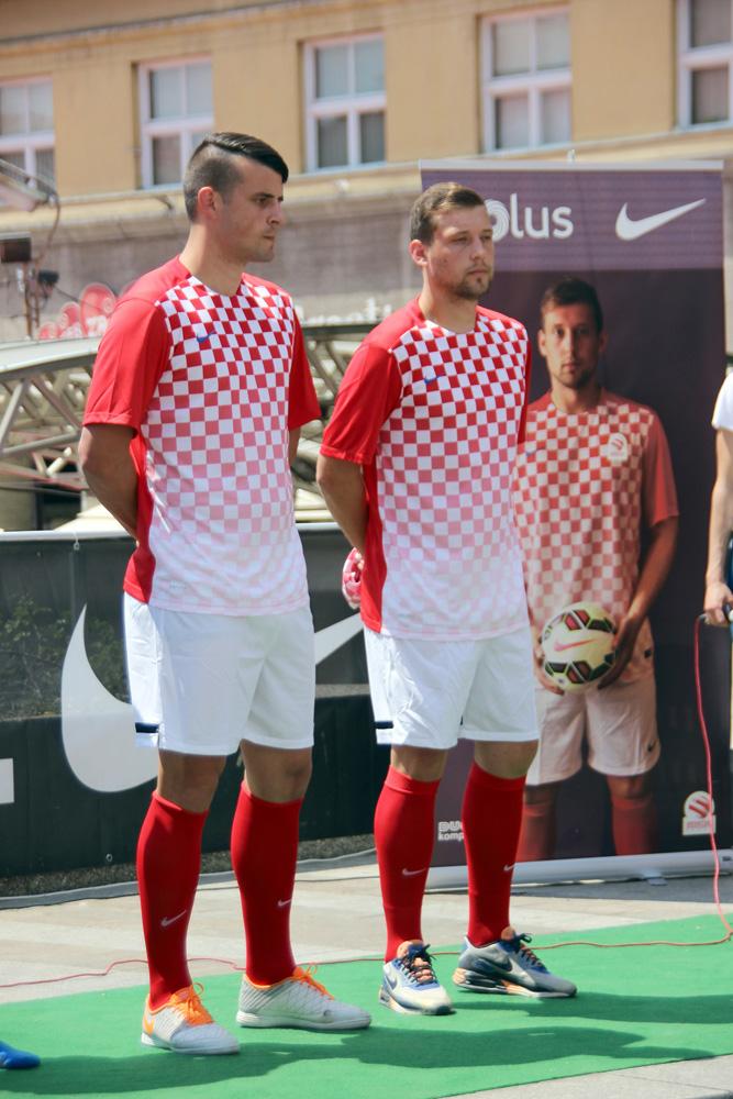 Braća Korenika poziraju na promociji novog dresa mininogometne reprezentacije Hrvatske kojeg je izradio Nike // Foto: Hrvatski mininogometni savez