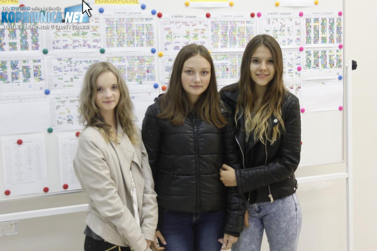 Učenice Monika, Patricija i Antonia zadovoljne su bile što su imale slobodan dan // Foto: Zvonimir Markač