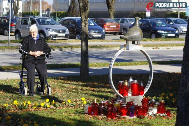 Štefica Dlesk u molitvi // Foto: Zvonimir Markač