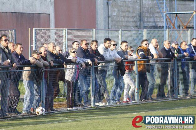 Publika na utakmici Tehnike i Mladosti iz Sigeca // Foto: Zvonimir Markač