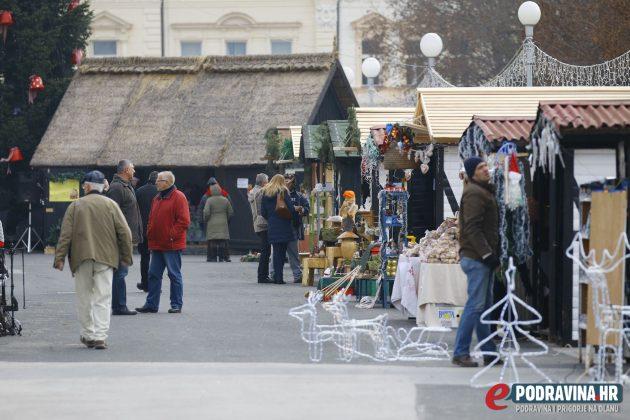 Božićni sajam - Zrinski trg Koprivnica // Foto: Mario Kos