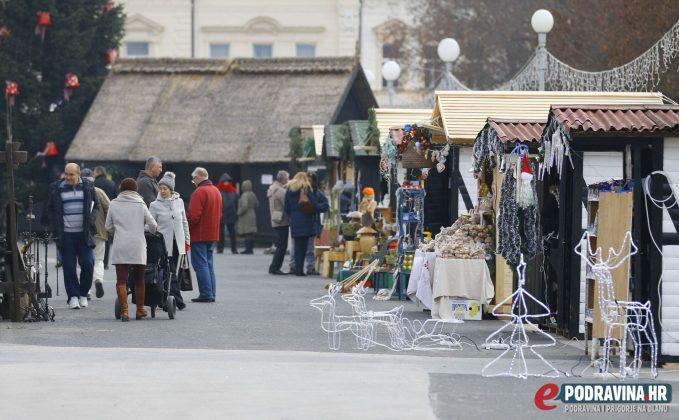 Božićni sajam na Zrinskom trgu u Koprivnici // Foto: Mario Kos