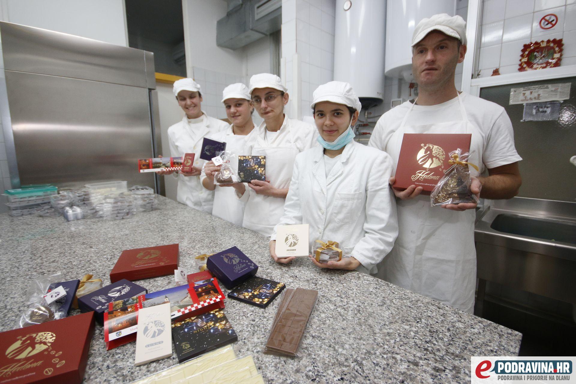 Marljivi radnici križevačke čokolaterije Hedone // Foto: Mario Kos