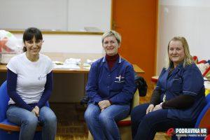 Marija Križić (lijevo) iz Grupe za podrške dojenju // Foto: Matija Gudlin