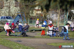 Igra ispred objekta Loptica // Foto: Mario Kos