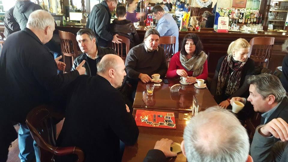 Zoran Milanović sa stranačkim kolegama u Koprivnici // Foto: Facebook