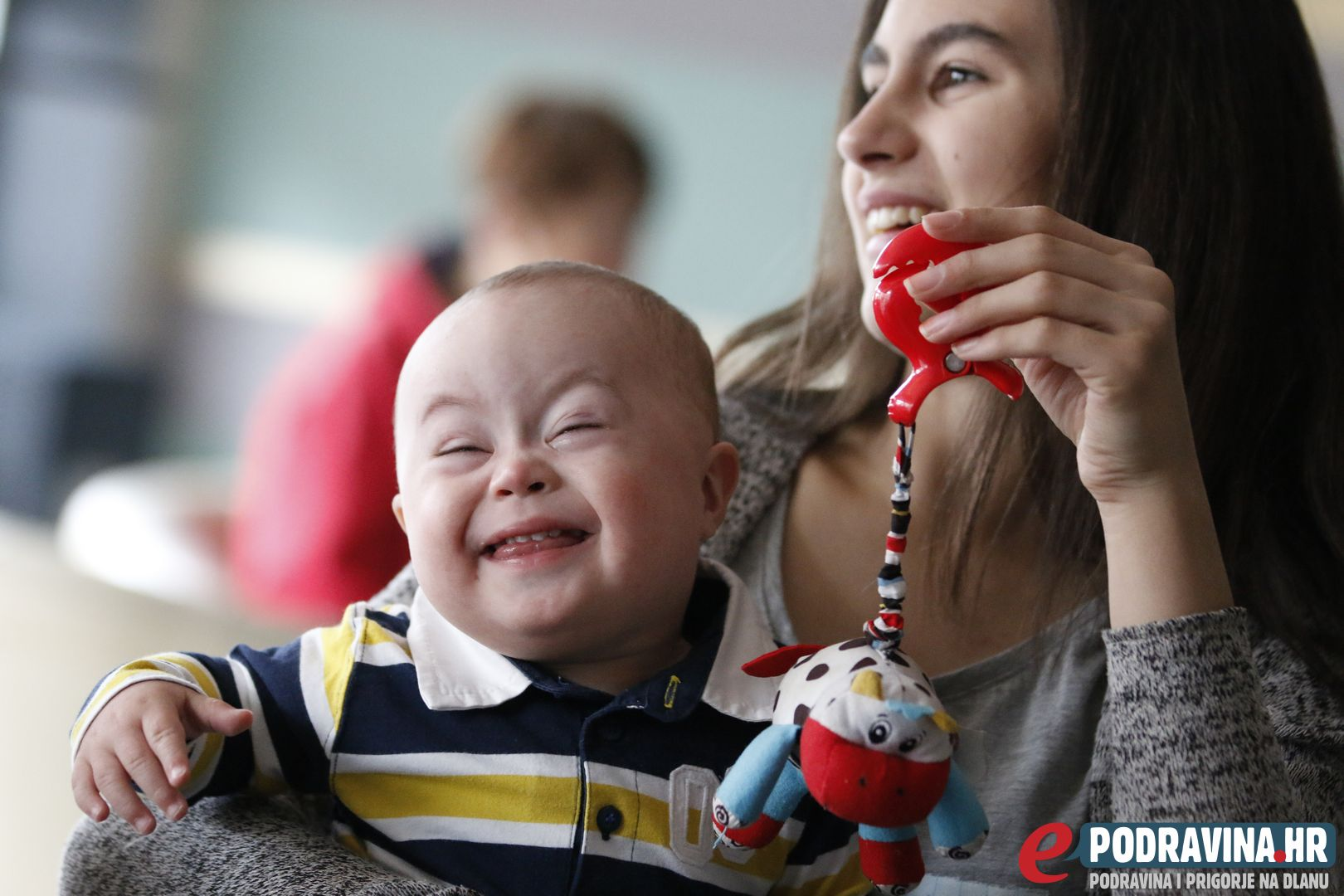 Lovro i njegova starija sestra Rajna uživaju u zajedničkim trenucima // Foto: Matija Gudlin