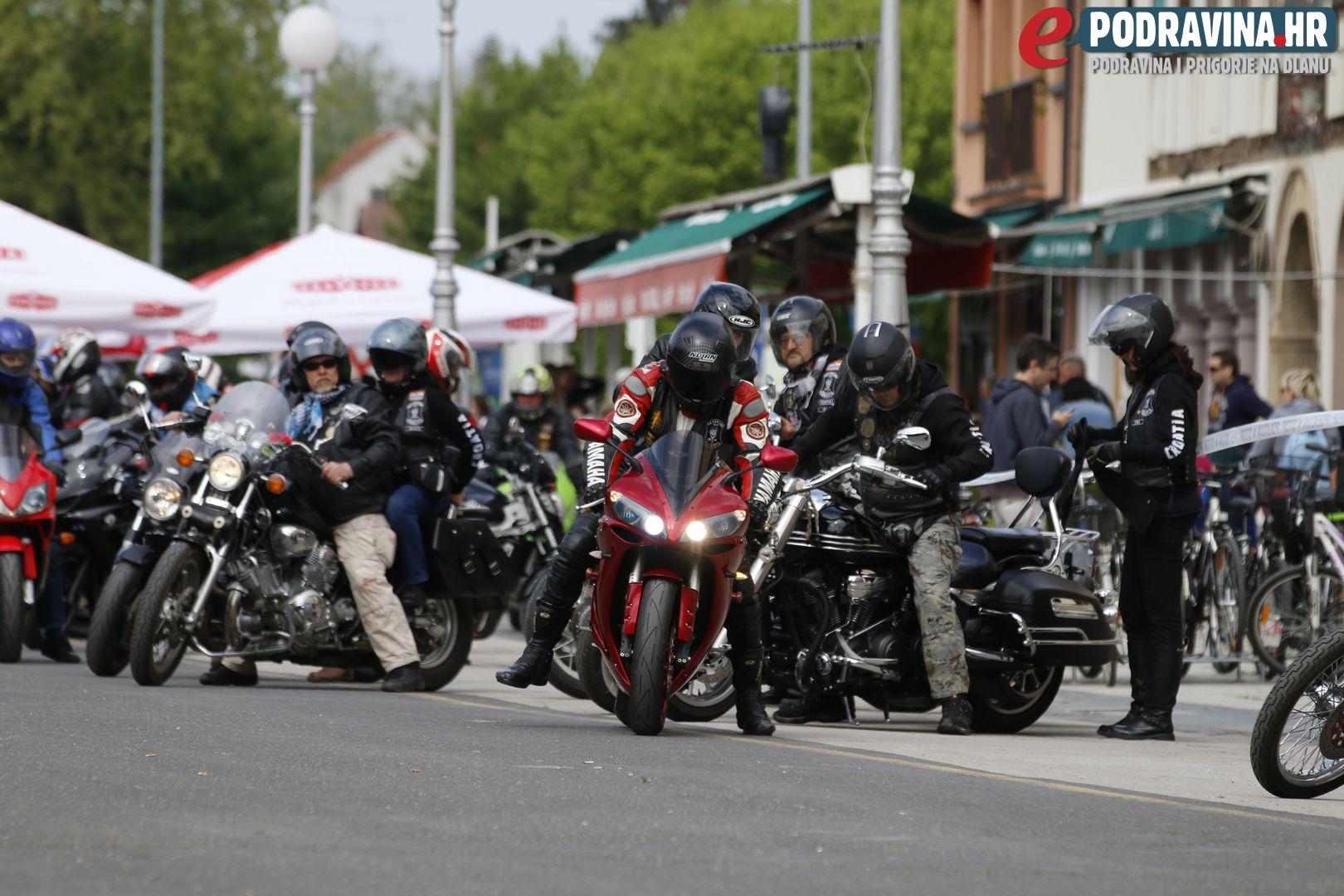 Defile vozača mopeda i motocikla // Foto: Matija Gudlin