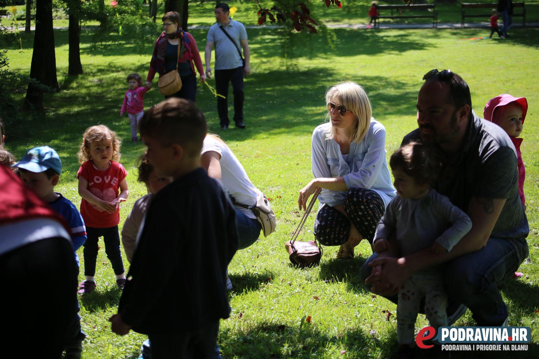 FOTO Brojni mališani uživali u radionici Leti leti zmaj - ePodravina ...