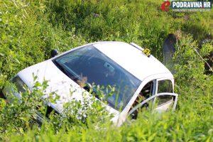Škoda fabia je od siline udarca završila u jarku uz cestu // Foto: Matija Gudlin