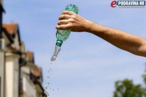Pijte dovoljno vode // Foto: Matija Gudlin