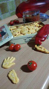 Odlučite se za suhe zalogajčiće. Ispecite si ili kupite krekere, ali nikako čips i prženo // Foto: Martina Maloča