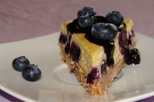 Cheesecake s borovnicama i njigovim preljevom // Fotot: Martina Maloča