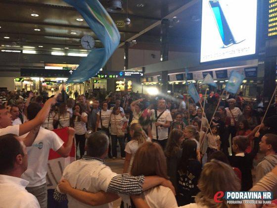Sara Kolak doček na aerodromu u Zagrebu