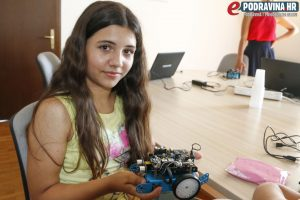 Ivanu također zanimaju roboti // Foto: Matija Gudlin