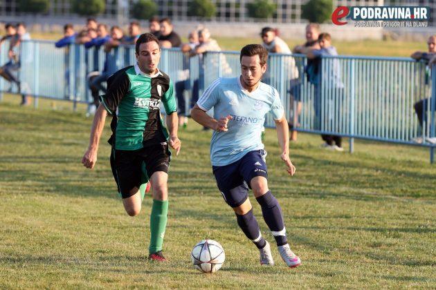 Vedran Kovač (plavi) bio je nezaustavljiv za protivničke braniče // Foto: Ivan Brkić