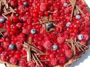 Vatrena čoko-pita sa šumskim voćem
