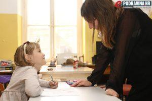 Ema i njena učiteljica dobro surađuju // Foto: Matija Gudlin