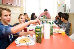 Uživanje u skuhanom obroku // Foto: Ambrela komunikacije