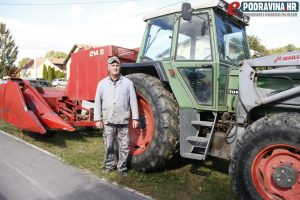 Vlado Mikor sa svojim traktorom i beračem // Foto: Matija Gudlin