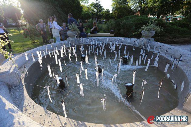 Umjetnička instalacija na fontani u parku - Vodene niti, Gordana Špoljar Andrašić