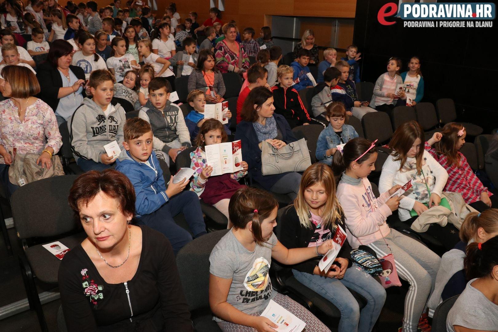 Otvorenje Festivala jaje - predstava Bijeli jelen // Foto: Matija Gudlin