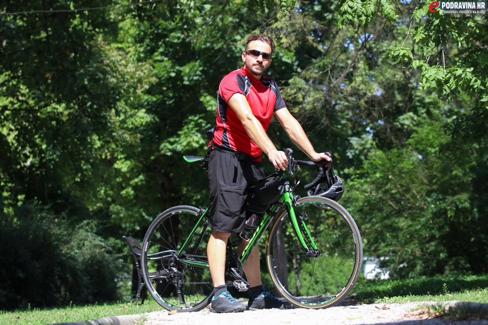 web stranica za bicikliste kada su se Caroline i Tyler počeli družiti