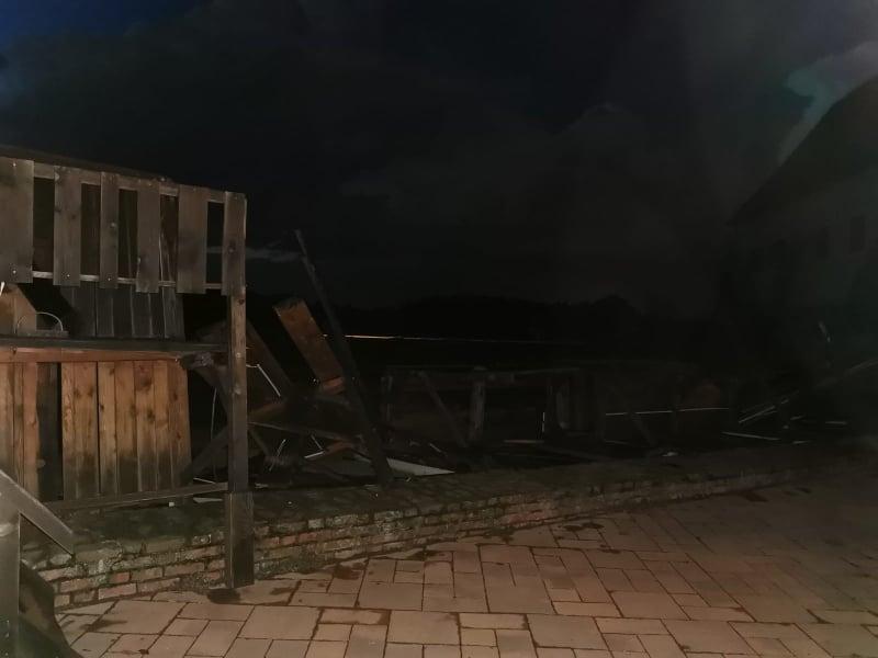 Olujno nevrijeme srušilo drveni dio bedema