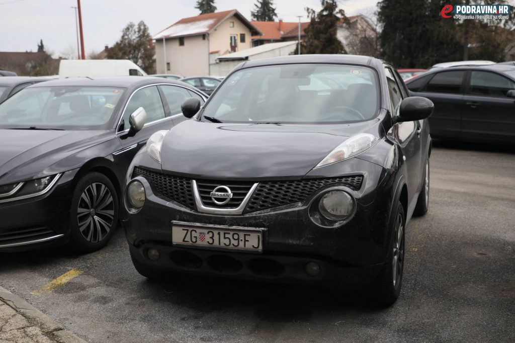 Automobil Martine Dalić ispred Podravke // Foto: Ivan Balija