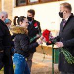 Podjela karanfila radnicama Podravke za dan žena