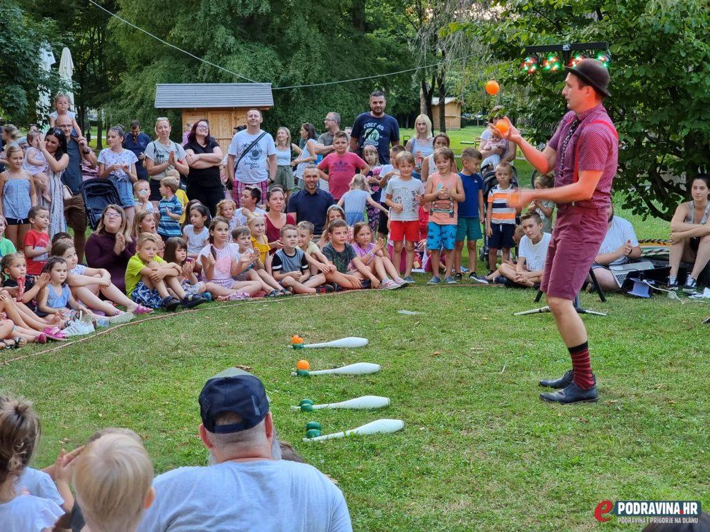 Žonglerski i klaunski show Monsieur K.